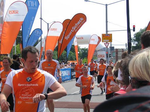Zieleinlauf beim Augsburger Citylauf