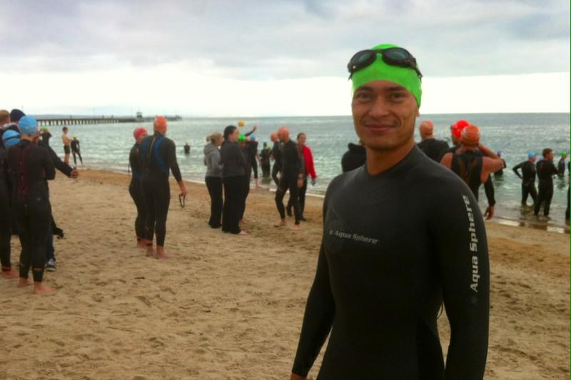 Schwimmen am Beach von Mordialloc, Victoria